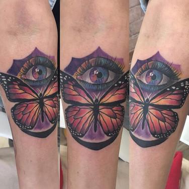 schmetterling-auge-tattoo.jpg