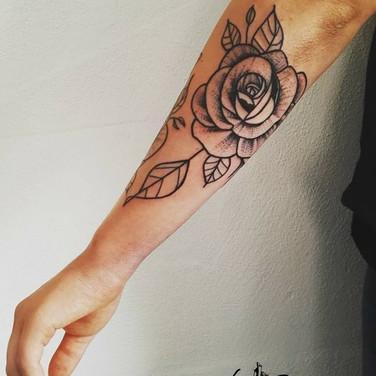 lineart-rose-tattoo.jpg