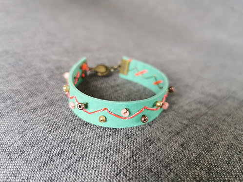 Bracelet vert d'eau brodé