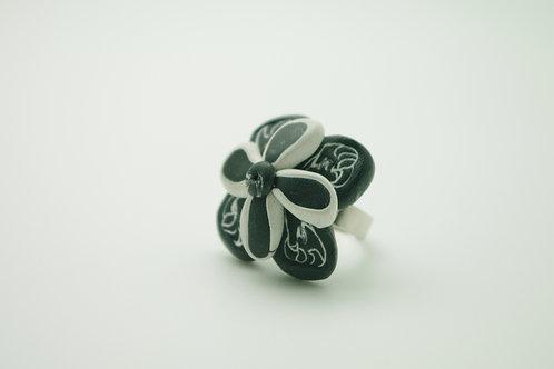 bague Grand modèle FLEUR noir et blanche