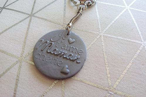 """porte clefs """"je t'aime maman chérie""""gris argent"""