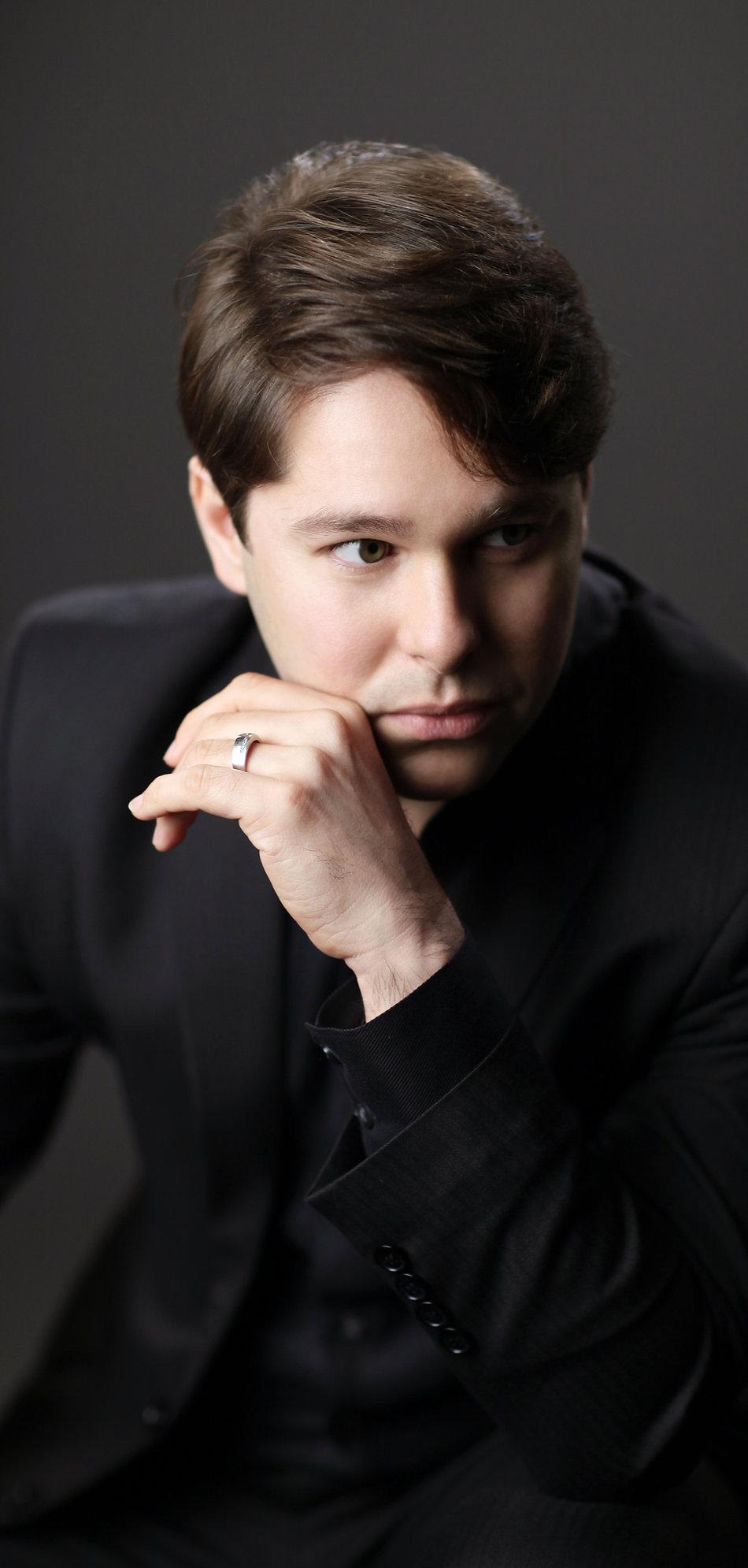 Victor Cayres, piano