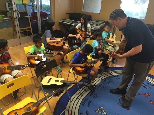 Group Guitar Class for Youth (Sat 2pm)