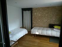 chambre rez de chaussé en option du gite macarons pour 4/6 pers avec piscine votre maison de vacance a Echallat en Charente  (16 )
