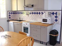 cuisine du gite macarons pour 4/6 pers avec piscine votre maison de vacance a Echallat en Charente  (16 )