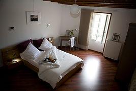 chambre sucrée salée  du gite hamac pour 6 /8 pers avec piscine votre maison de vacance a Echallat en Charente  (16 )