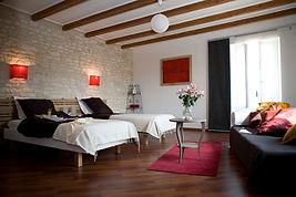chambre cerise  du gite hamac pour 6 /8 pers avec piscine votre maison de vacance a Echallat en Charente  (16 )