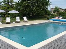 piscine du gite macarons pour 4/6 pers avec piscine votre maison de vacance a Echallat en Charente  (16 )