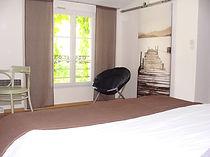 chambre parentale du gite macarons pour 4/6 pers avec piscine votre maison de vacance a Echallat en Charente  (16 )