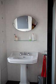 salle d'eau de la chambre cerise  du gite hamac pour 6 /8 pers avec piscine votre maison de vacance a Echallat en Charente  (16 )