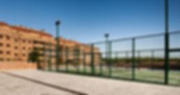 Foto de la pista de padel de la promoción Las Terrazas del Pinar en Navalcarnero