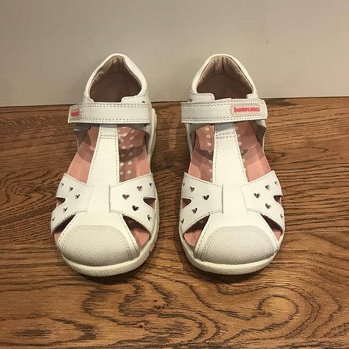 Biomecanics: White Closed Toe Sandals