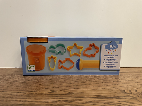 DJECO: 8 Cookie Cutters and Play Dough