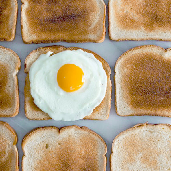 Toast con Sunny Side Up