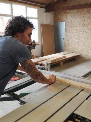 Artisant travail bois