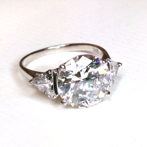 Brilliant Cubic Zirconia Ring, Triangle Shoulders.
