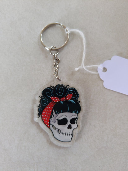 Pin up skull keychain
