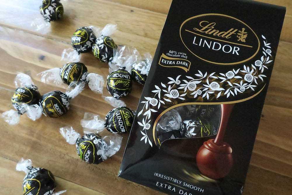 Lindt chocolate balls extra dark 60% cocoa