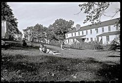 children-on-grass-greendale-wi