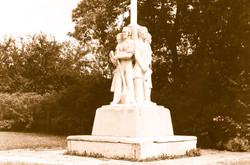 HAUSER8 Statue