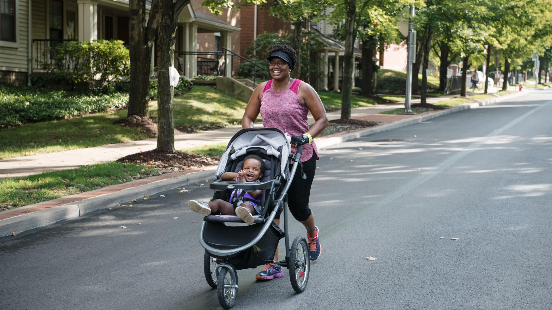 Uphill 5K -- stroller on course.jpg