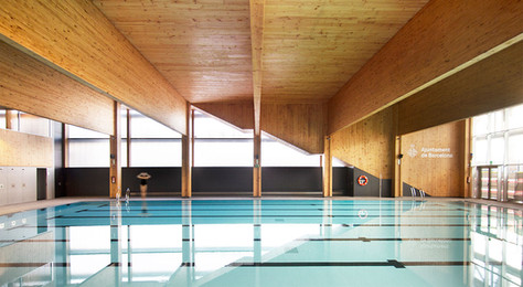 Warm and calid materials combined with swimming enjoyment