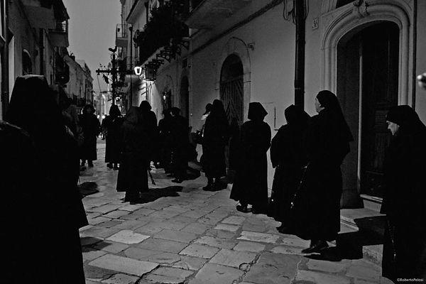 processione-notturna-venerdi.jpg