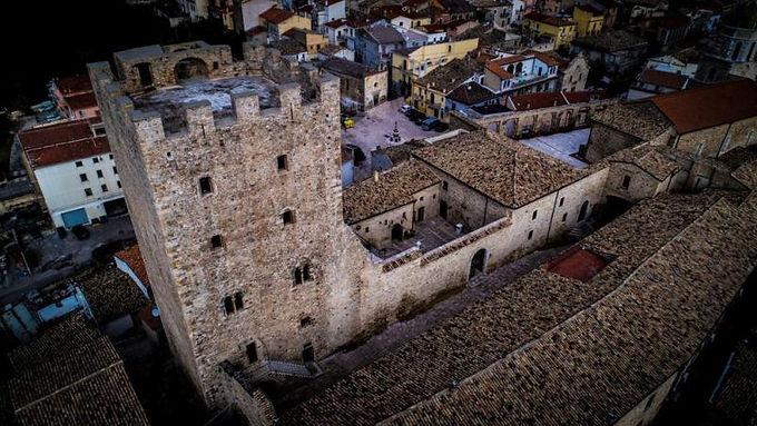 torre-medievale-pietra.jpg