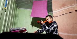 Menino vive o sonho de tocar em orquestra e sair na cidade onde vive pela primeira vez no Paraná