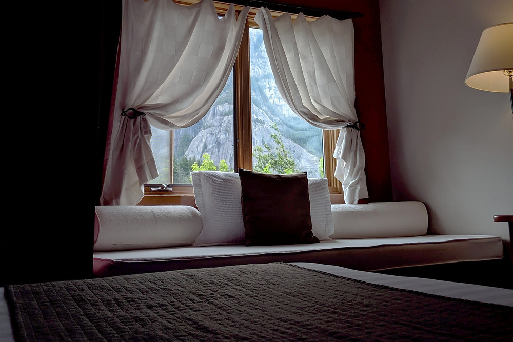 Squamish Howe Sound Inn Hotel room with view of the chief mountain