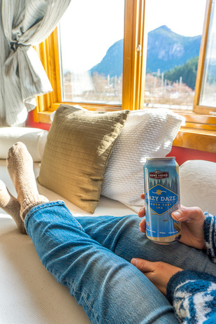 Howe Sound Inn-Mountain View with Beer