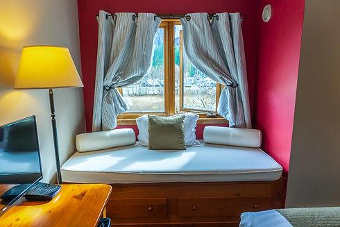 Howe Sound Inn-13.jpg