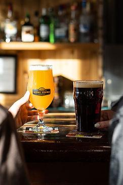 Craft _Beer_at_the_bar_Hazy_Brown_ale.jp