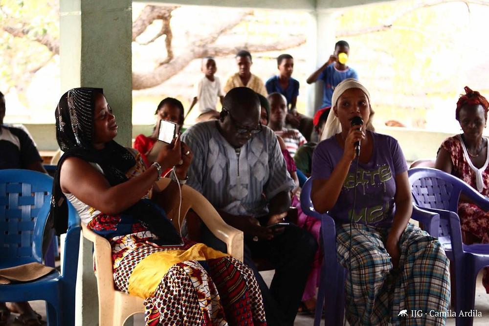 Fue una tarde distendida en la que los periodistas en formación, expertos y asistentes hablaron sobre el abandono escolar, la escolarización de las mujeres y las oportunidades después de finalizar los estudios de secundaria.