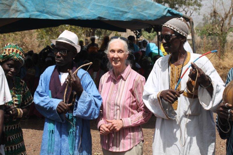 La Doctora Jane Goodall durante su estancia en Dindefelo
