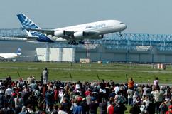 Photo Rémy Gabalda/Les yeux au ciel pour le prmeier vol de l'A380