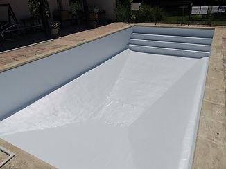 Poulain constructions installateur de piscines, terrasse en margelles et mosaïques.