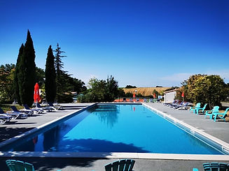 Fabrication de piscines, grand bassin collectif.