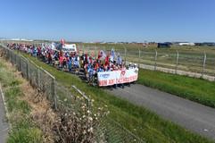 Des salariés mobilisés contre les suppressions d'emplois chez Airbus