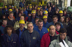 photo Rémy Gabalda/Réunion syndicale à Auzat dans les pyrénées pour defendre l'emploi lié à la fabrication d'aluminium.