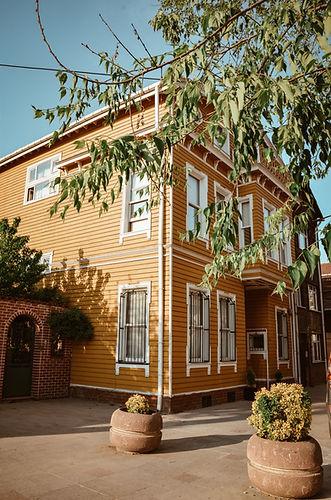 architecture-building-exterior-2128329.j