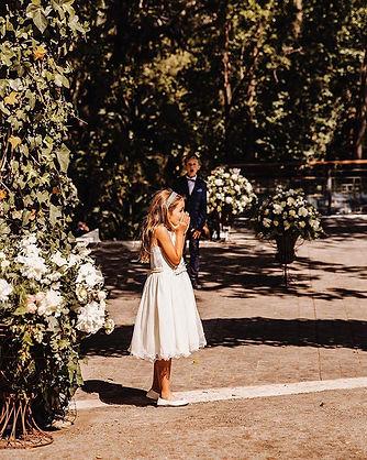 Paje viendo la llegada de la novia