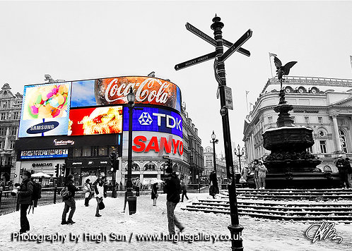 PC3-Piccadilly Circus (B/W-R)