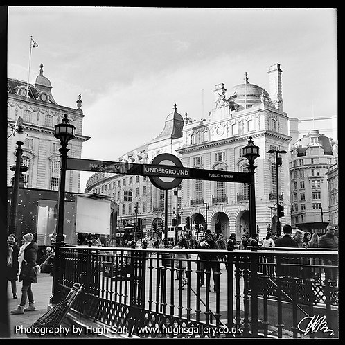 PC6-Piccadilly Circus (B/W)