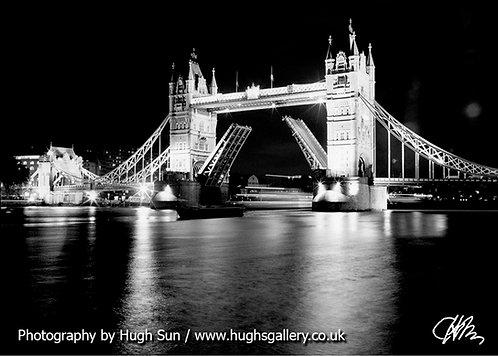 TB4-Tower Bridge (B/W)