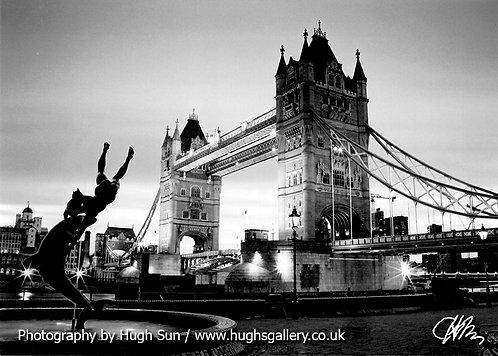 TB2-Tower Bridge (B/W)