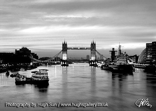 TB10-Tower Bridge (B/W)