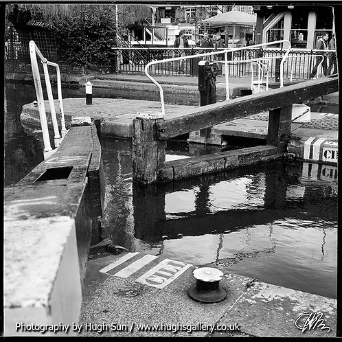 CM8-Camden Lock (B/W)