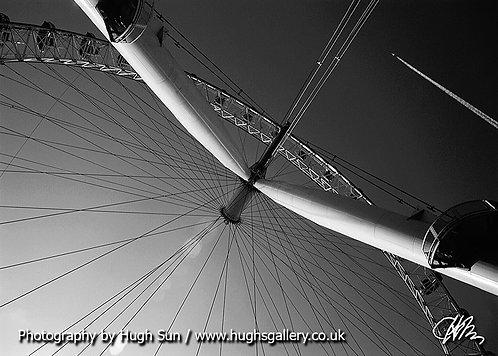 LE11-London Eye (B/W)
