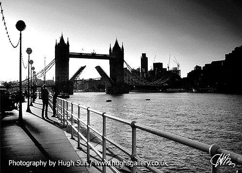 TB6-Tower Bridge (B/W)